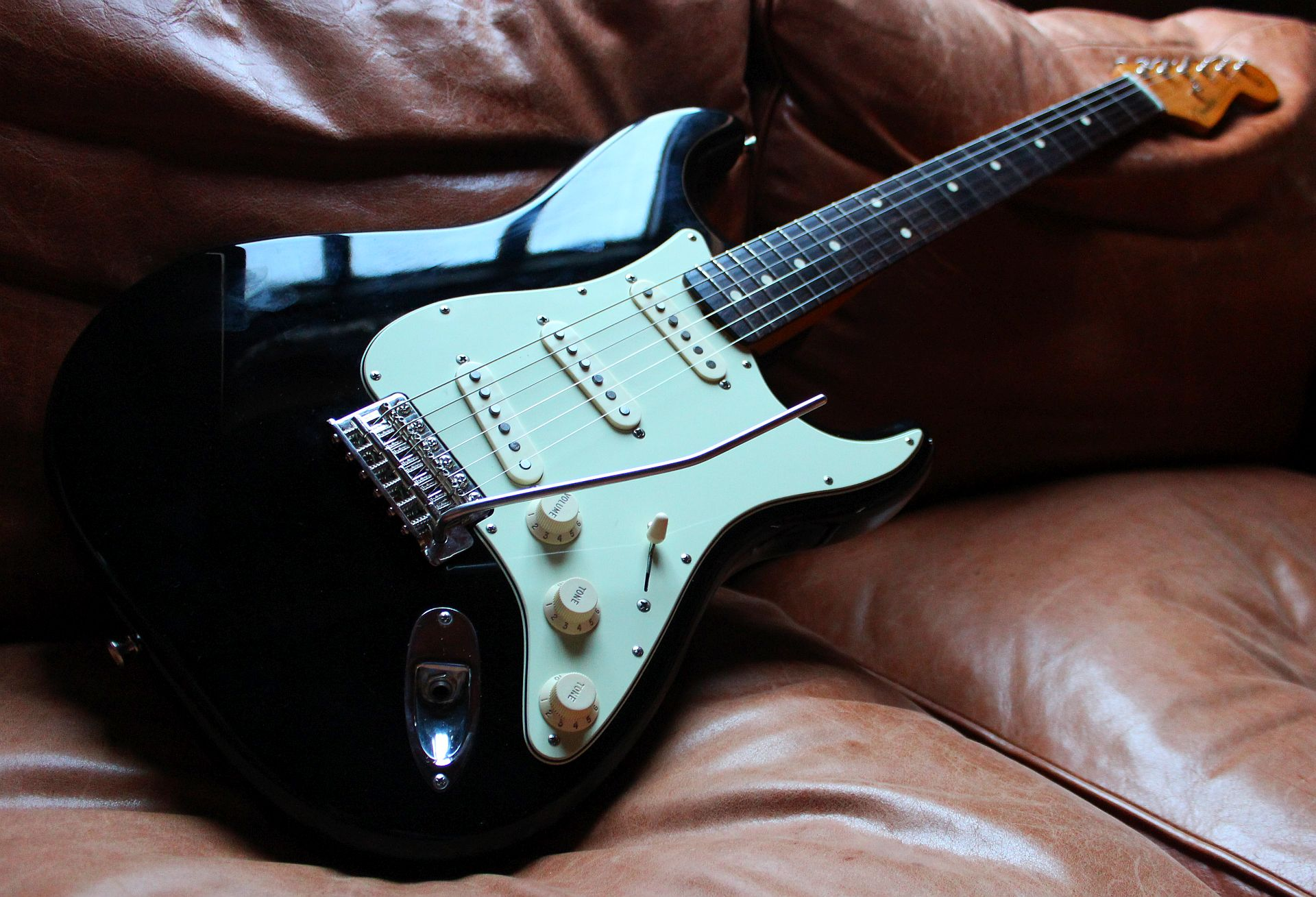 Vintage Reload Fender Stratocaster - 2011 Black - Wudtone Custom ...